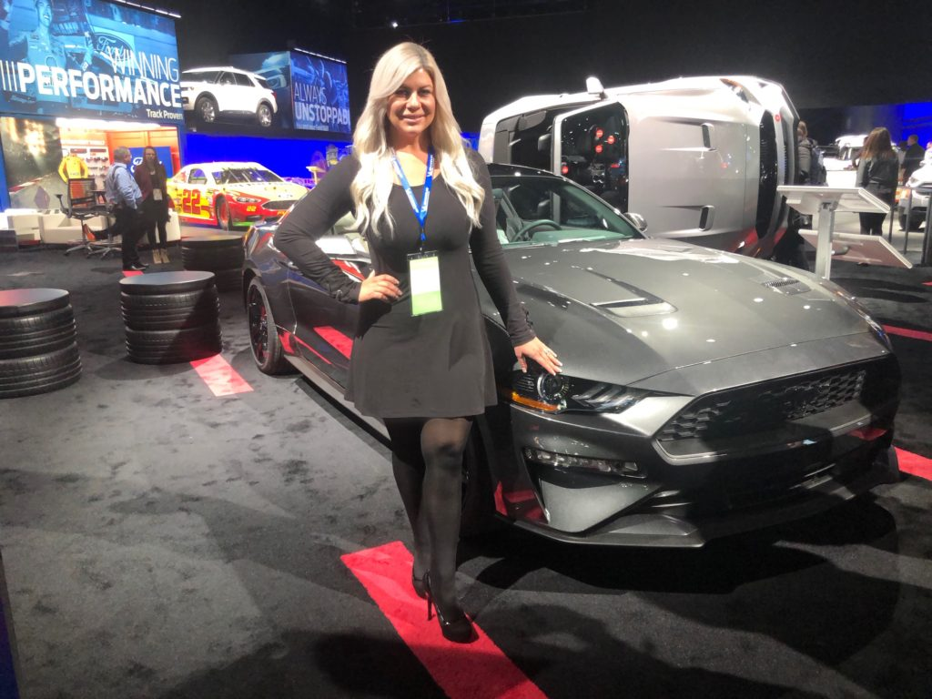 North American International Auto Show Glamorous Moms BY Shannon 1024x768
