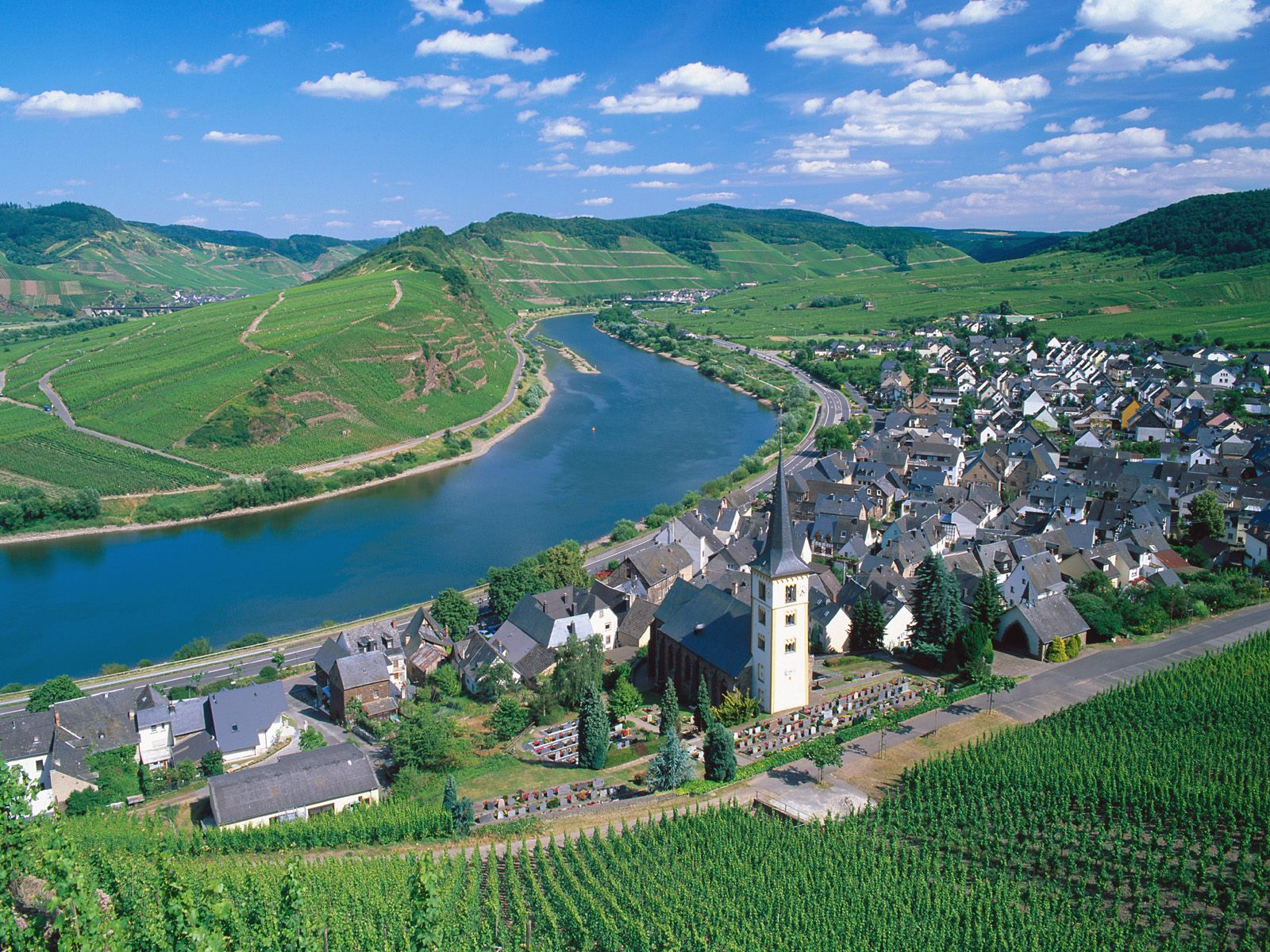 Moselle River Germany picture City of Bremm and Moselle River Germany 1600x1200
