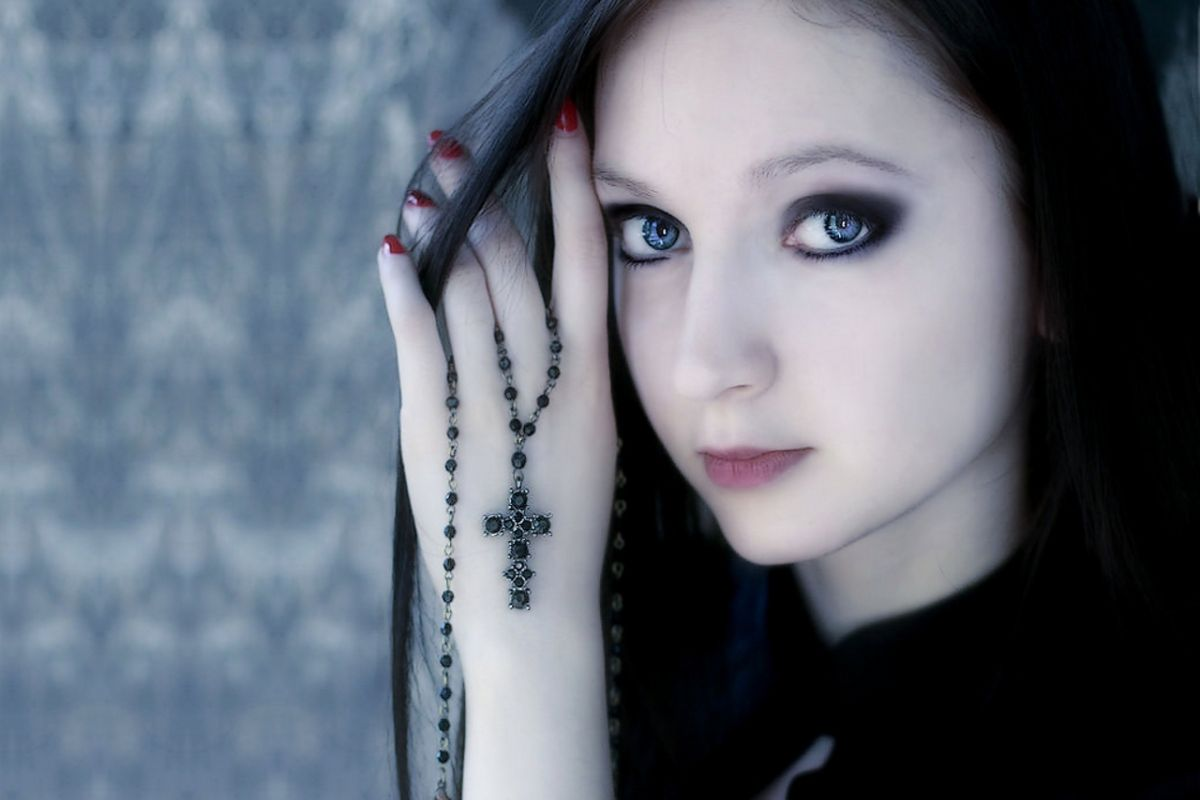 Gothic Girl Face Look wallpaper download 1200x800
