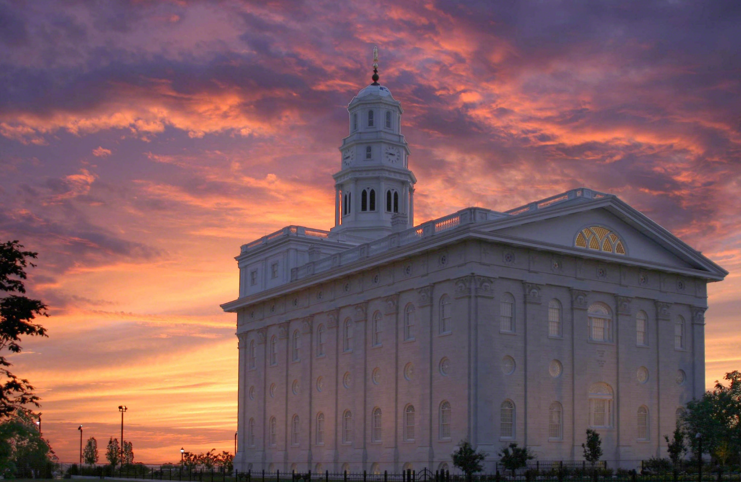 Nauvoo Temple of the Church of Jesus Christ of Latter day Saints 2457x1600