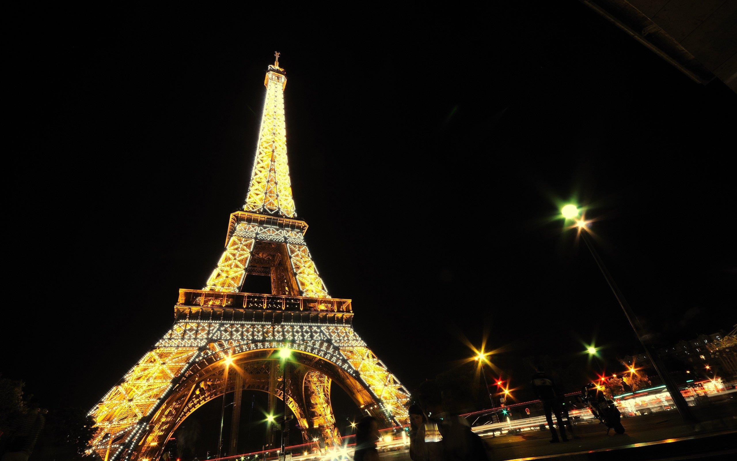 Eiffel Tower Paris night wallpaper background 2560x1600