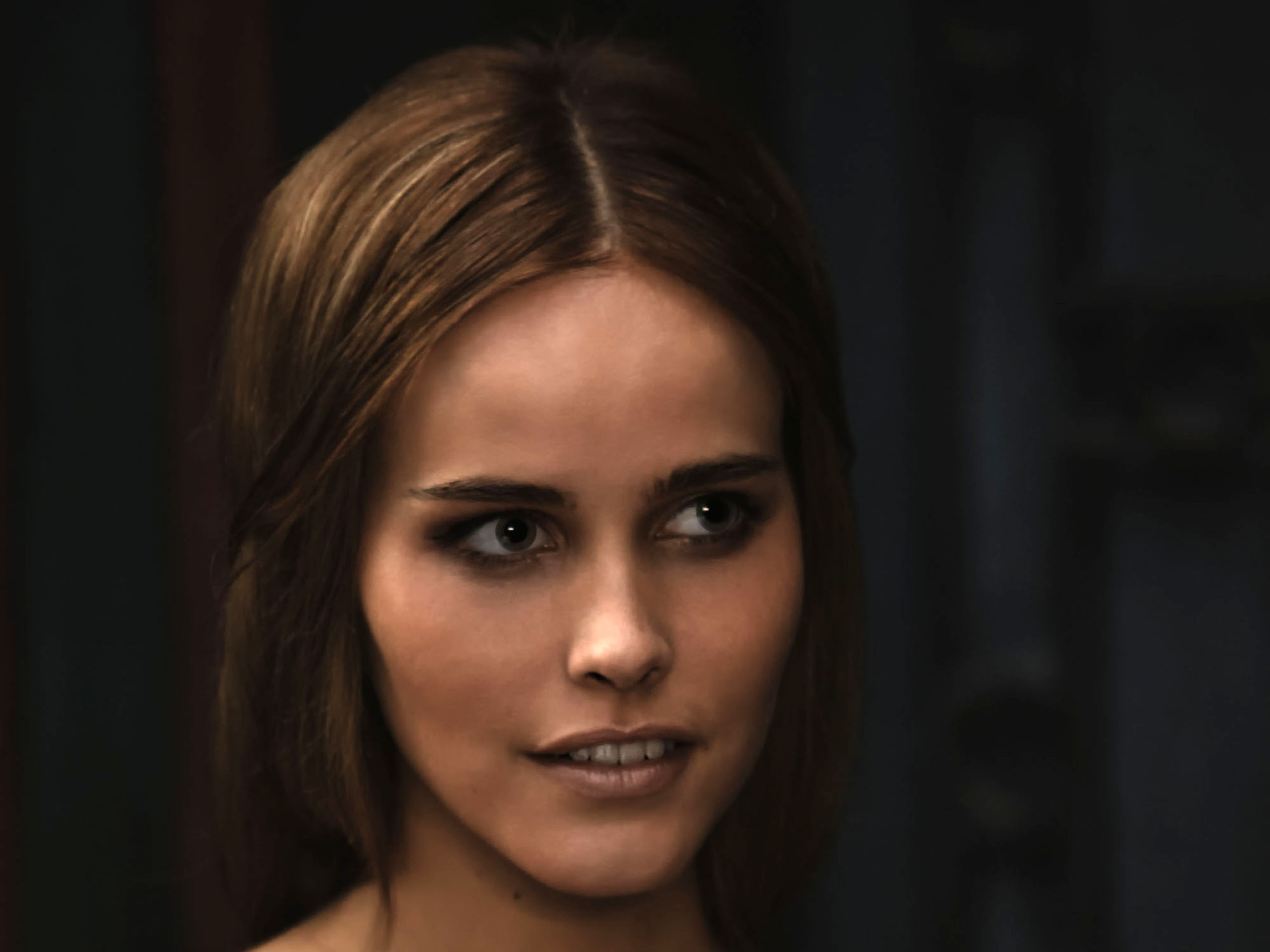 Isabel Lucas Desktop Wallpapers for HD Widescreen 2560x1920