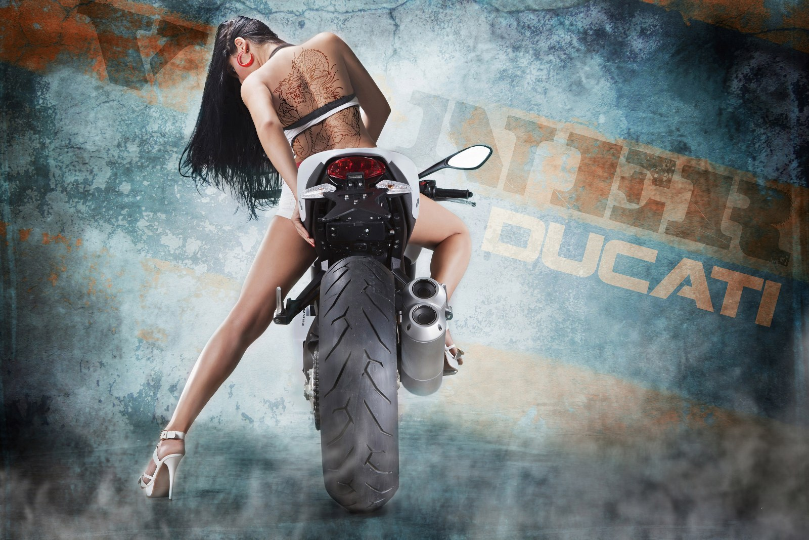 Funny Sexy Ducati Motorcycle Comment Picture 1600x1067 1600x1067