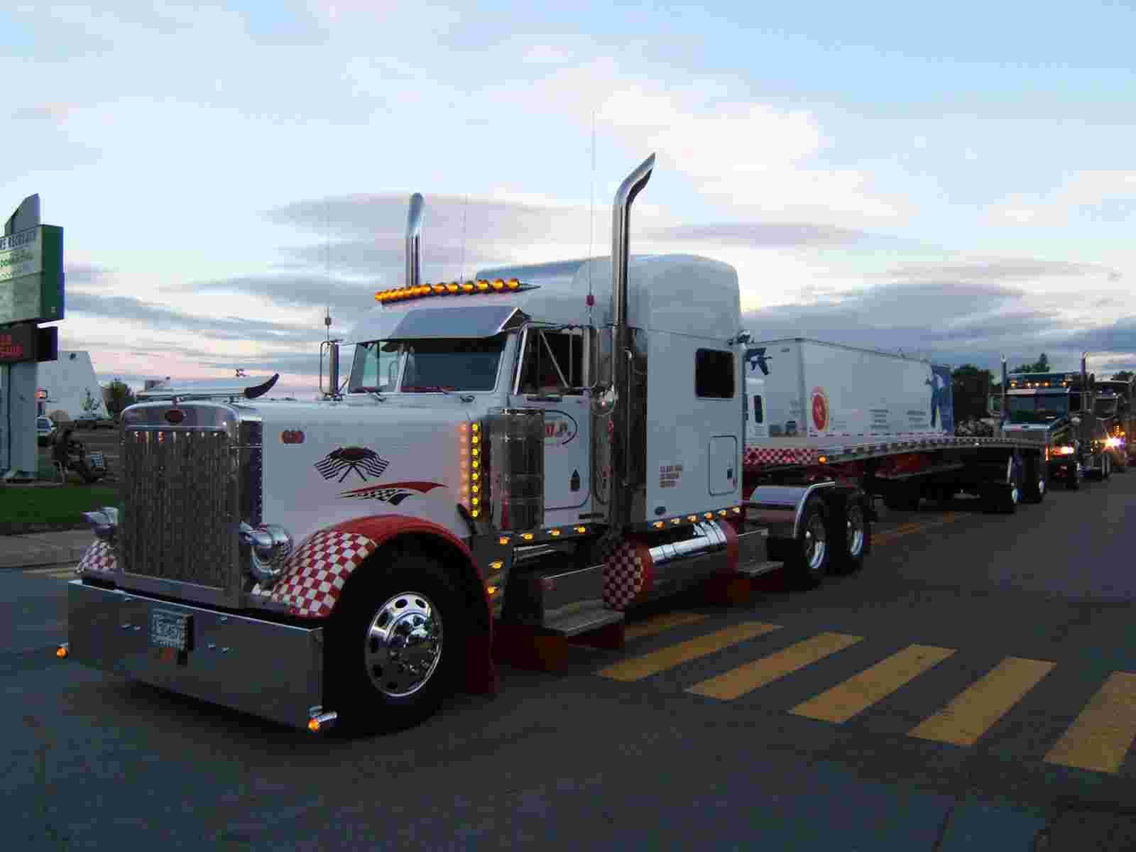 Peterbilt 379 05 wallpaper   Peterbilt   Trucks Buses   Wallpaper 1600x1200