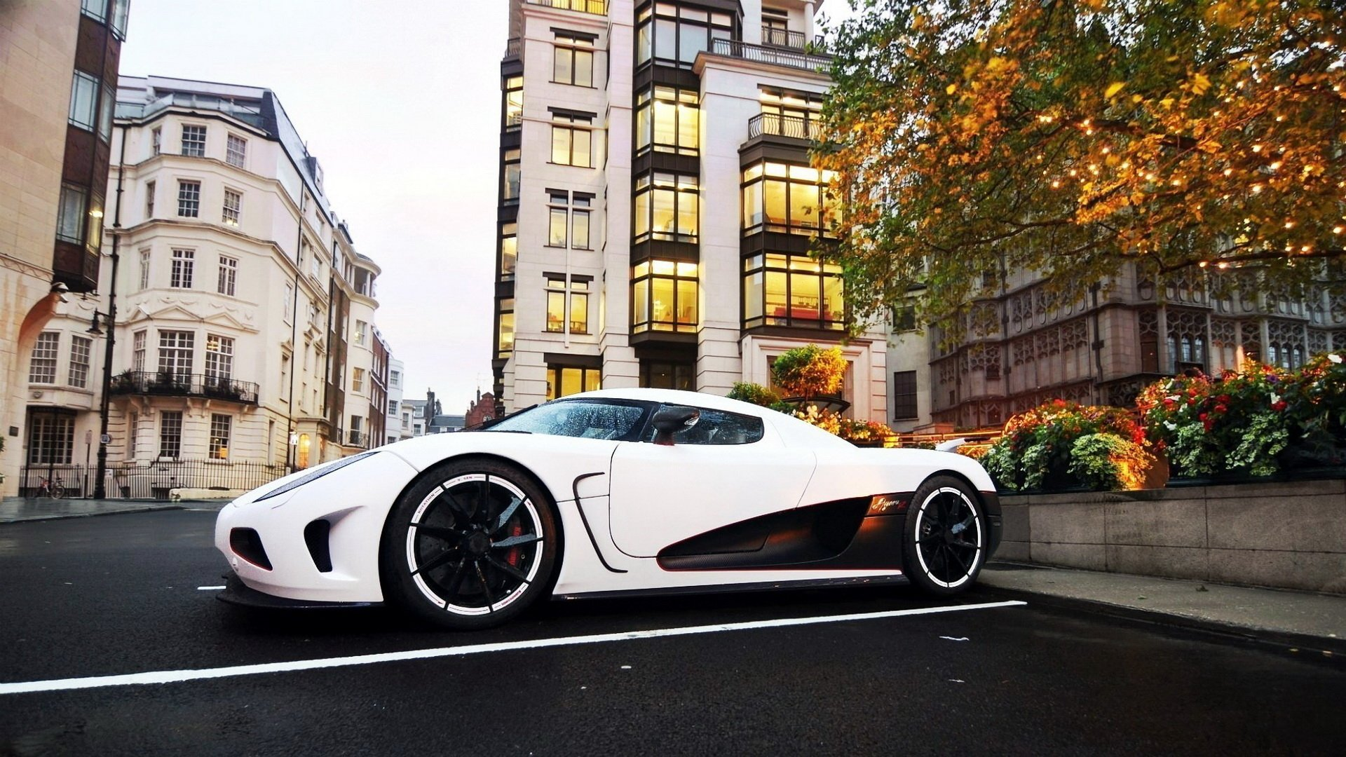 1824 White Car HD Wallpapers Background Images 1920x1080