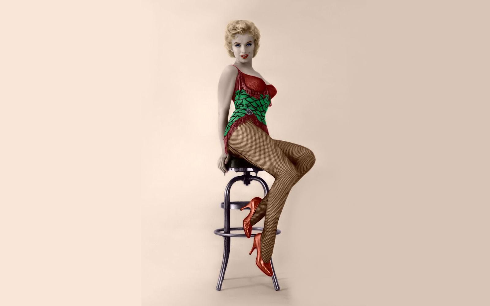 Marilyn Monroe with Guns Wallpaper - WallpaperSafari