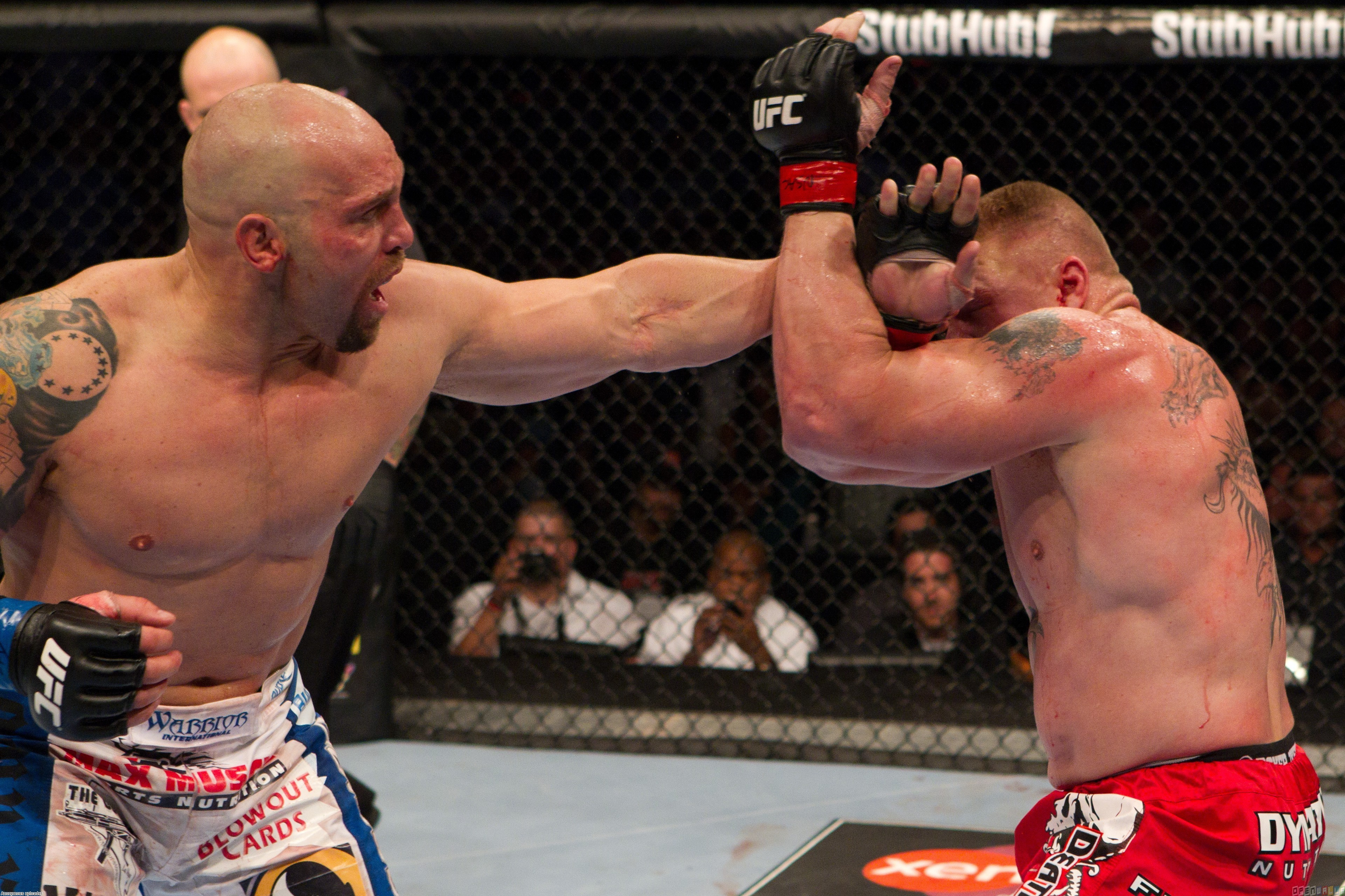 Ufc 116   brock lesnar vs shane carwin wallpaper 14817   Open Walls 3839x2560