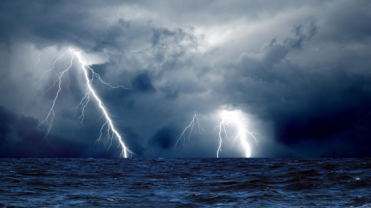 experience a true thunderstorm with your best new storm live wallpaper 1280x720