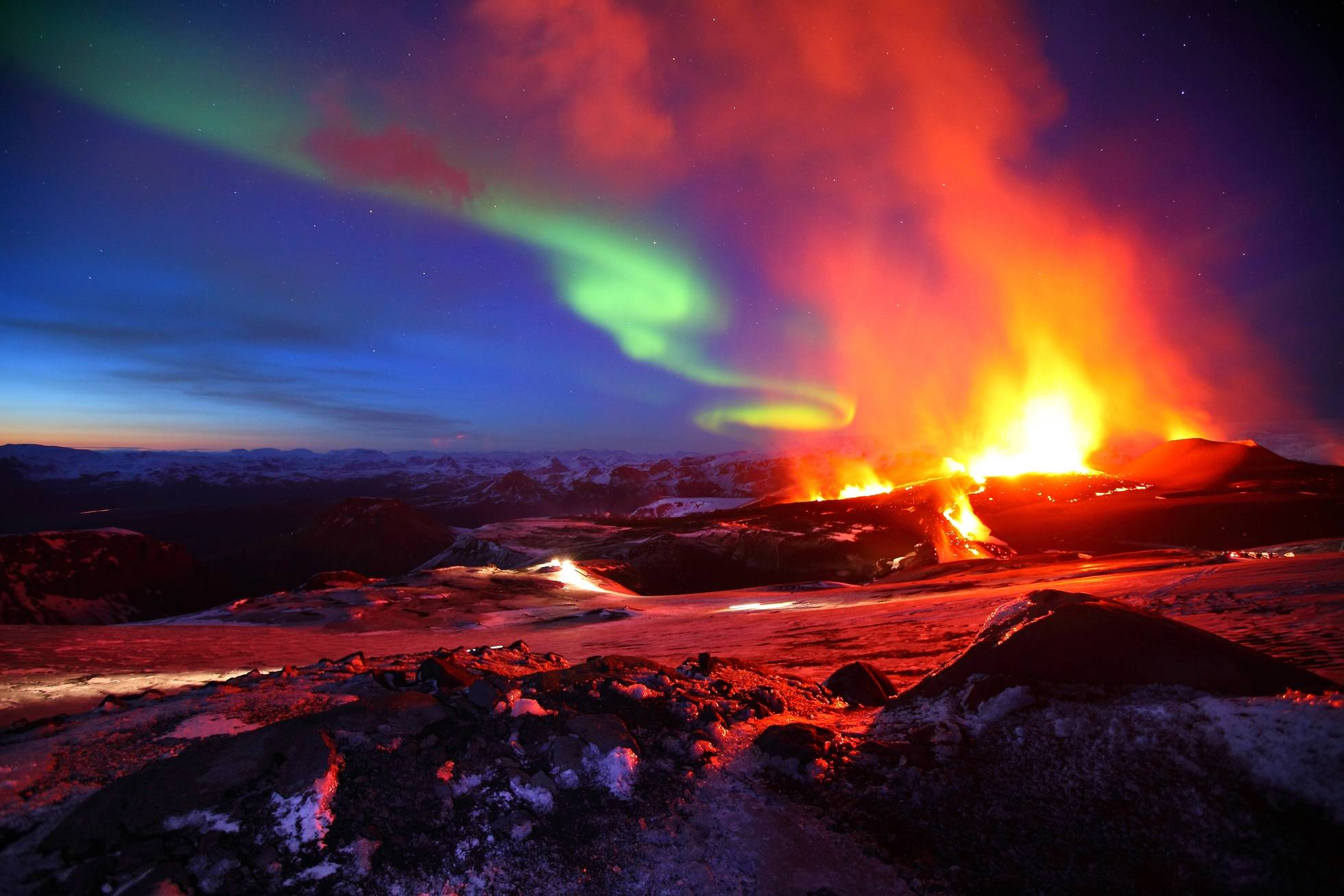 Iceland Northern Lights Volcano HD Wallpaper Background Images 1960x1307