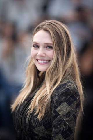 Avengers Scarlet Witch Elizabeth Olsen Hot Images HD 320x480