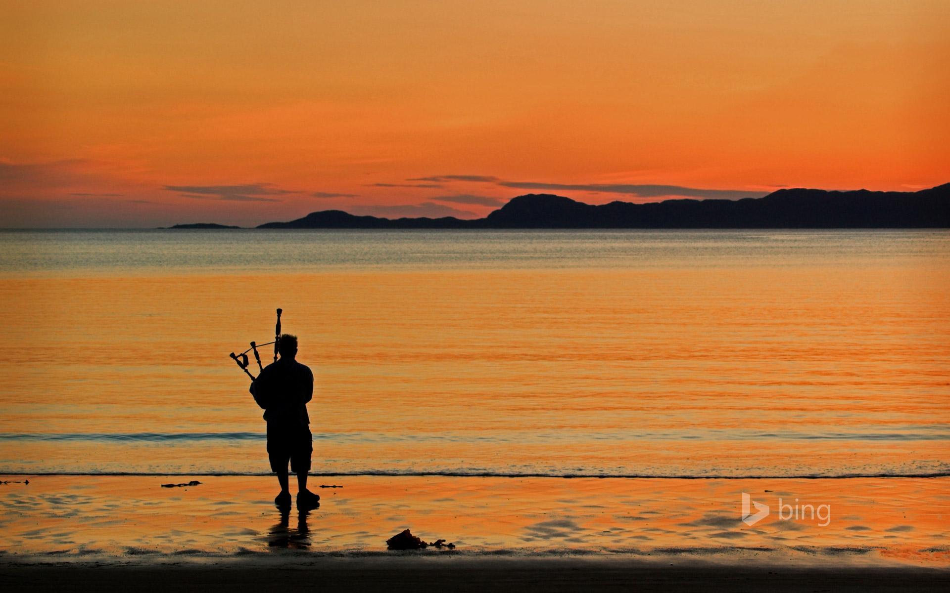 A bagpiper on Arisaig beach in Scotland ColsTravelAlamy 1920x1200