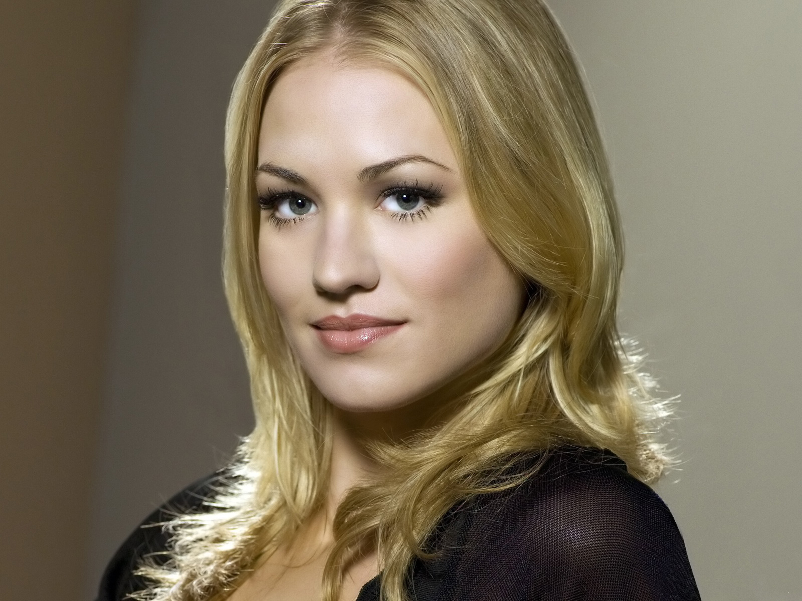 Yvonne Strahovski wallpapers hd 1600x1200