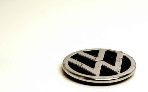 VW Emblem Wallpaper 500x313