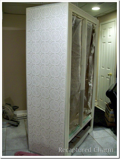 The edges of the wallpaper were trimmed with painted trim and any gaps 470x619