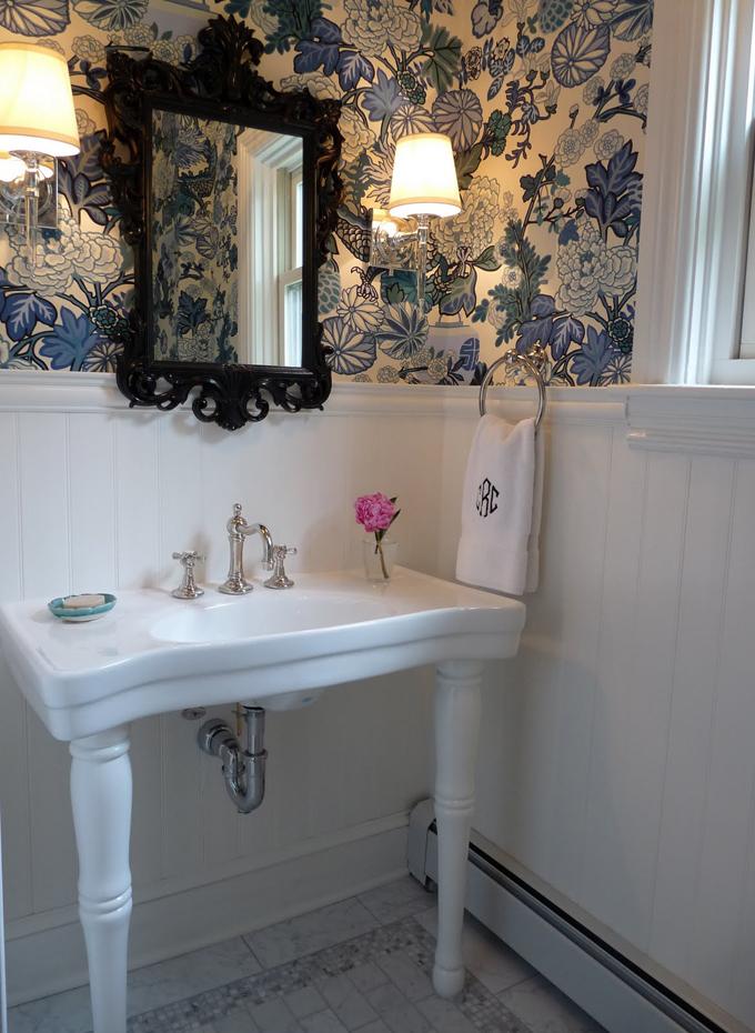 Decorator   Laura Casey   Latest bathroom wallpaper border trends 680x930