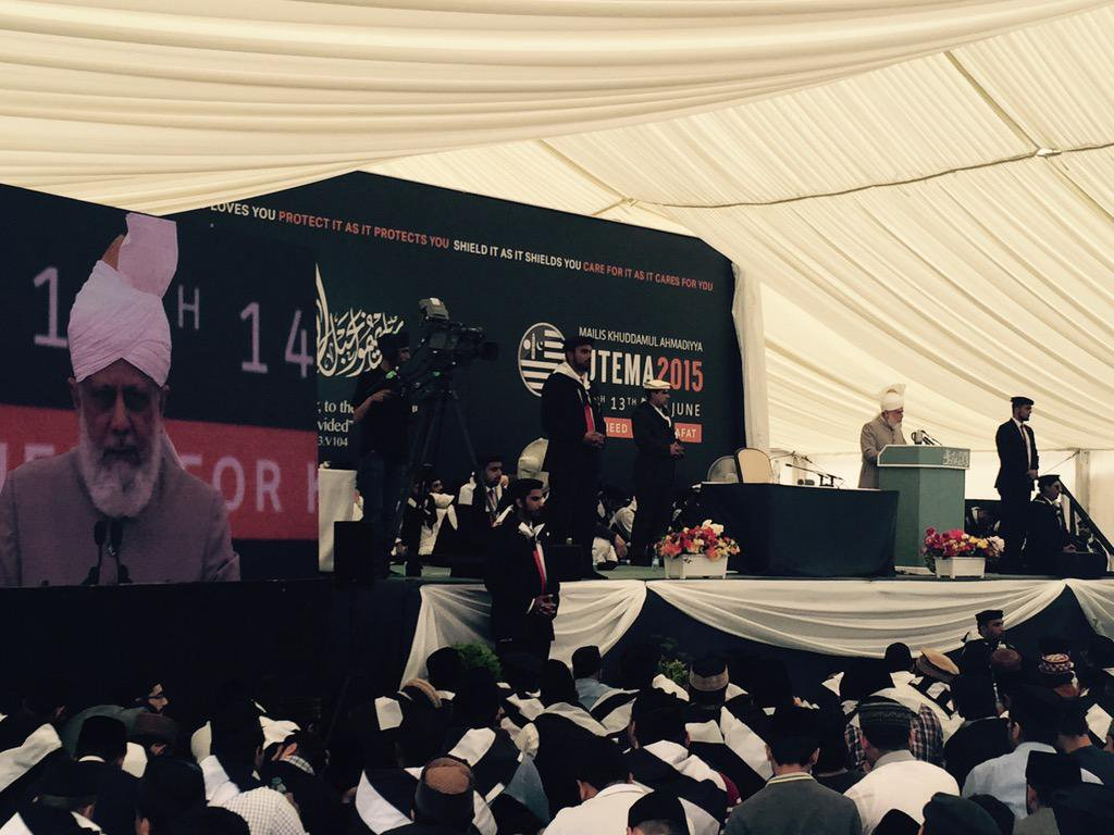 AMYA UK on Twitter KhalifOfIslam delivering live address to 1024x768