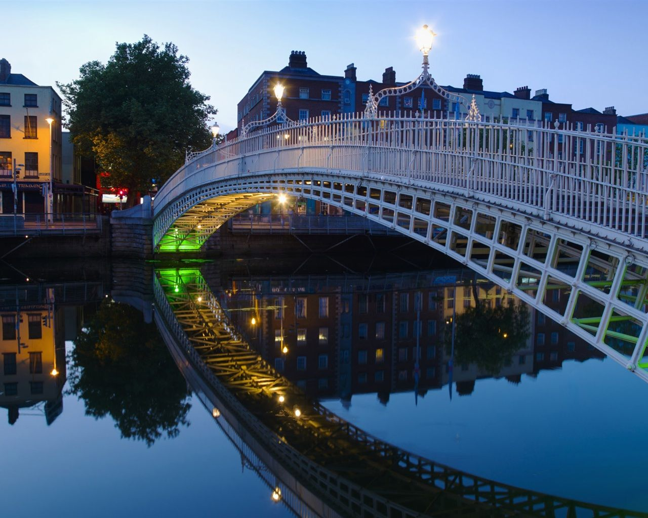 Dublin Ireland Halfpenny bridge Dublin Ireland Wallpaper 1280x1024