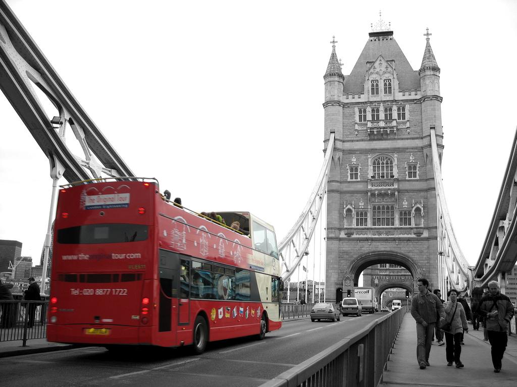 London Bridge Wallpaper Black And White Bus 1024x768