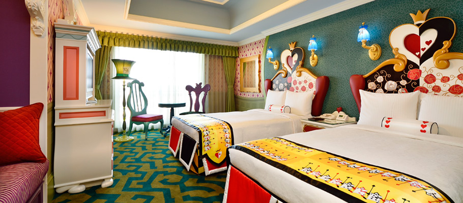 Next up we have a hotel room inspired by Alice in Wonderland Playing 910x400