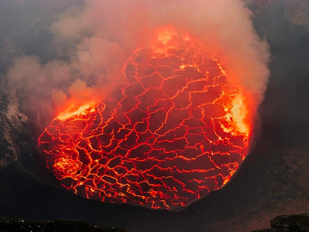 8d   Nyiragongo lava lake and mountain gorillas VolcanoDiscovery 1024x768