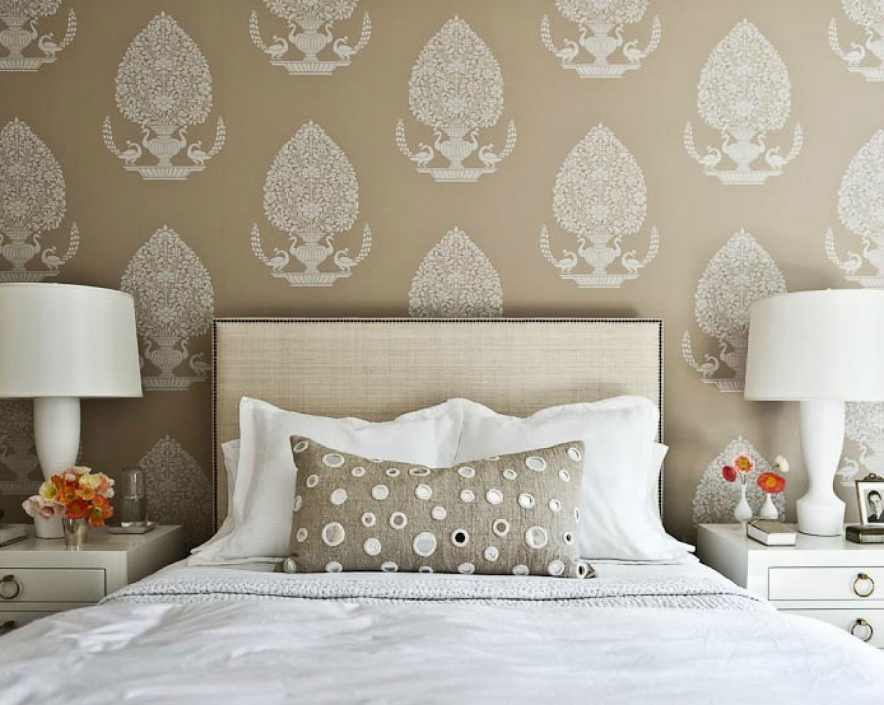 brown bedroom wallpaper we think successfully mixing smart bedroom 1265x1009