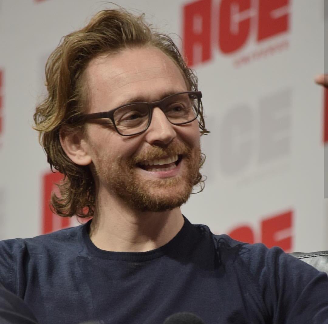 Tom Hiddleston images Tom Ace Comic Con Arizona January 13 2019 1080x1068