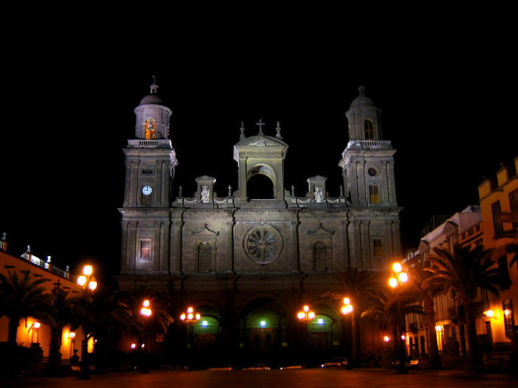 Cathedral of Santa Ana at nightLas PalmasSpain city wallpaper 737x552