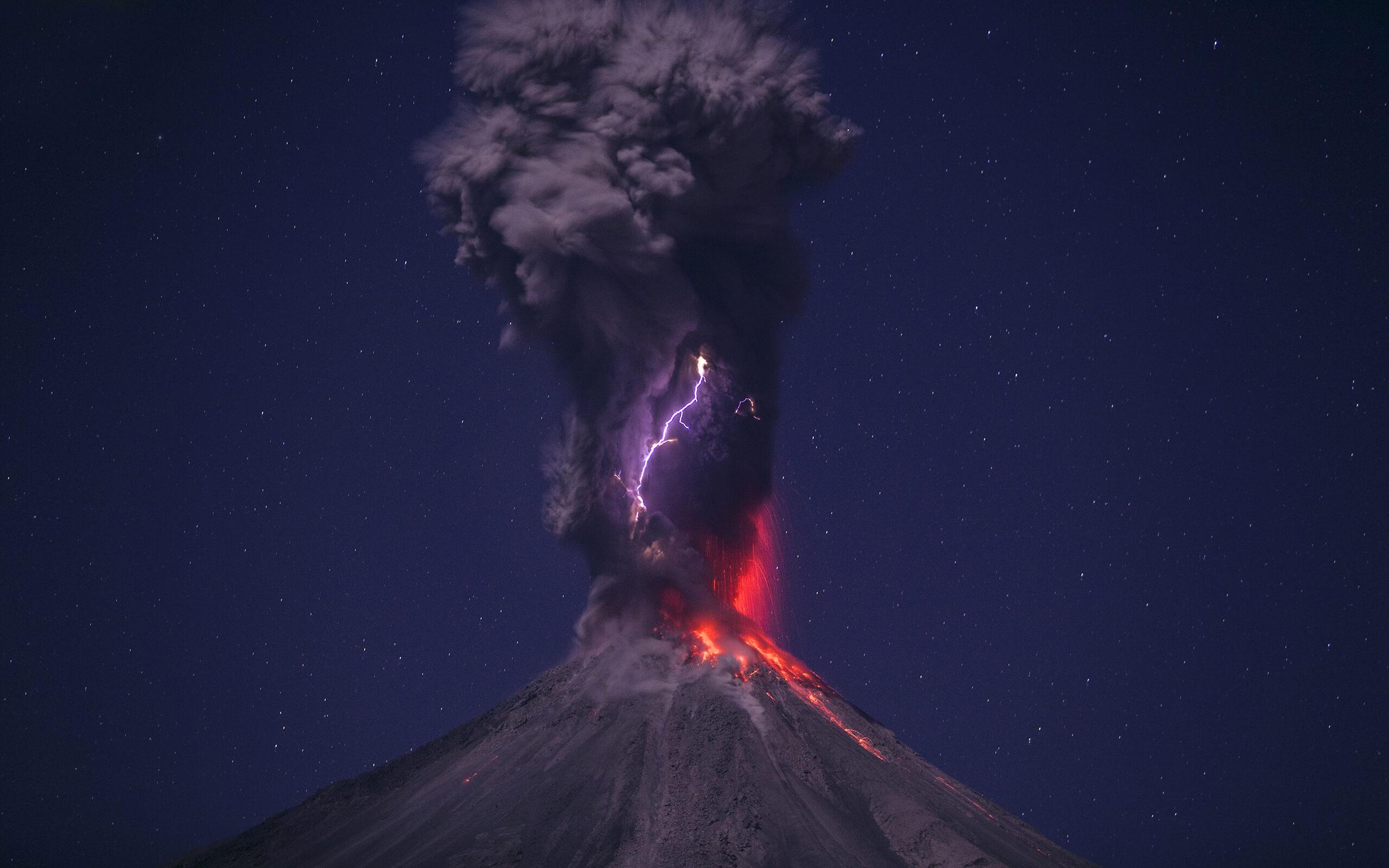 Volcanic Lightning HD wallpaper for 2560 x 1600   HDwallpapersnet 2560x1600