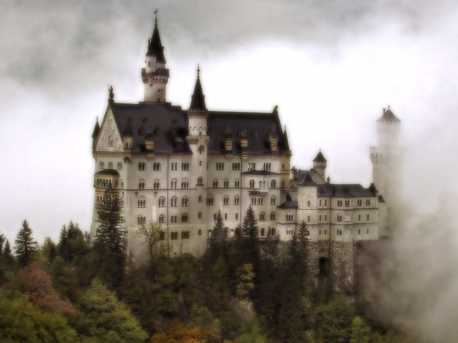 Castle Screensaver 10 Find Yourself In A Mysterious And Scary Place 1600x1200