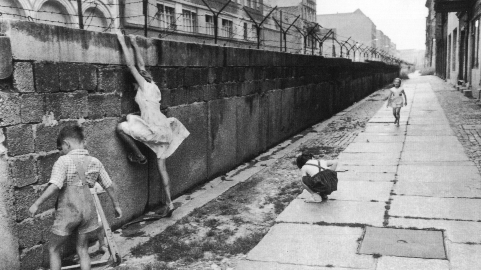 download Henri Cartier Bresson Photos Berlin Wall 1962 p139 1920x1080