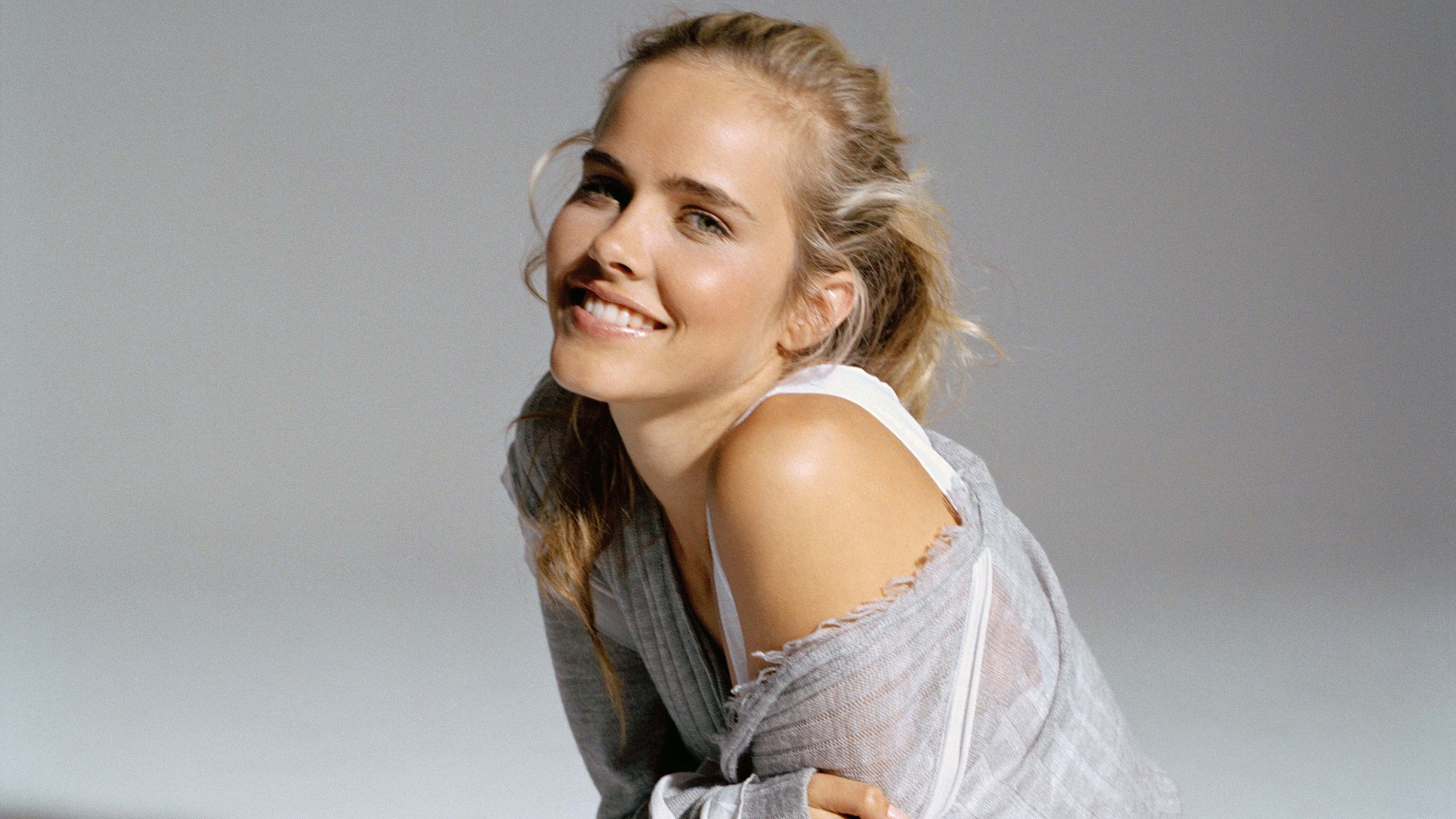 Cute Isabel Lucas Wallpaper 24877 19201080 px fond ecran 1920x1080