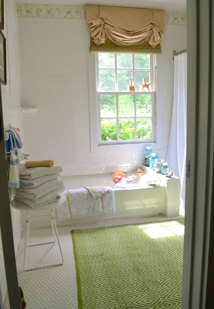 Green wallpaper guest bedroom Bathtubs Pinterest 736x1062