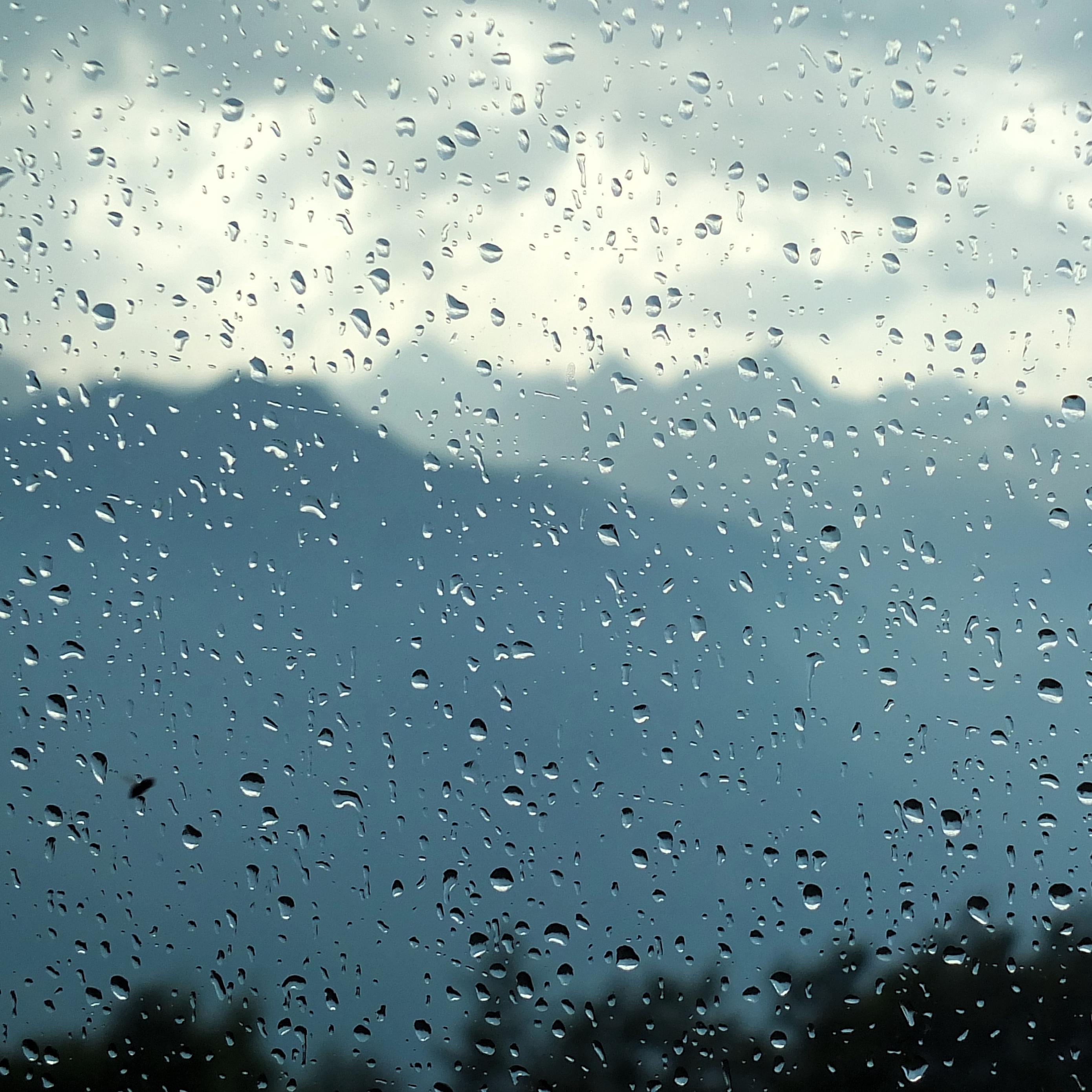 Download wallpaper 2780x2780 glass drops rain moisture blur 2780x2780