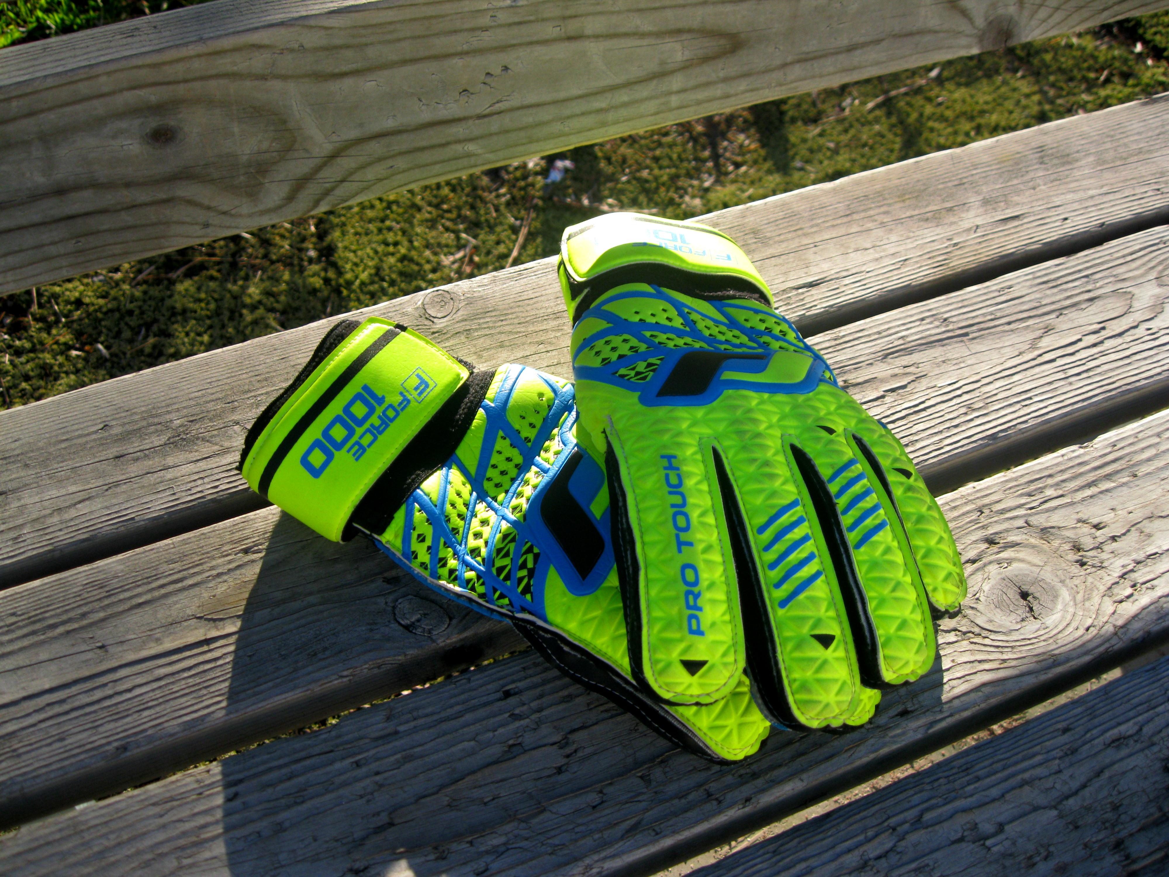 21] Goalkeeper Gloves Football Wallpapers on WallpaperSafari 4000x3000