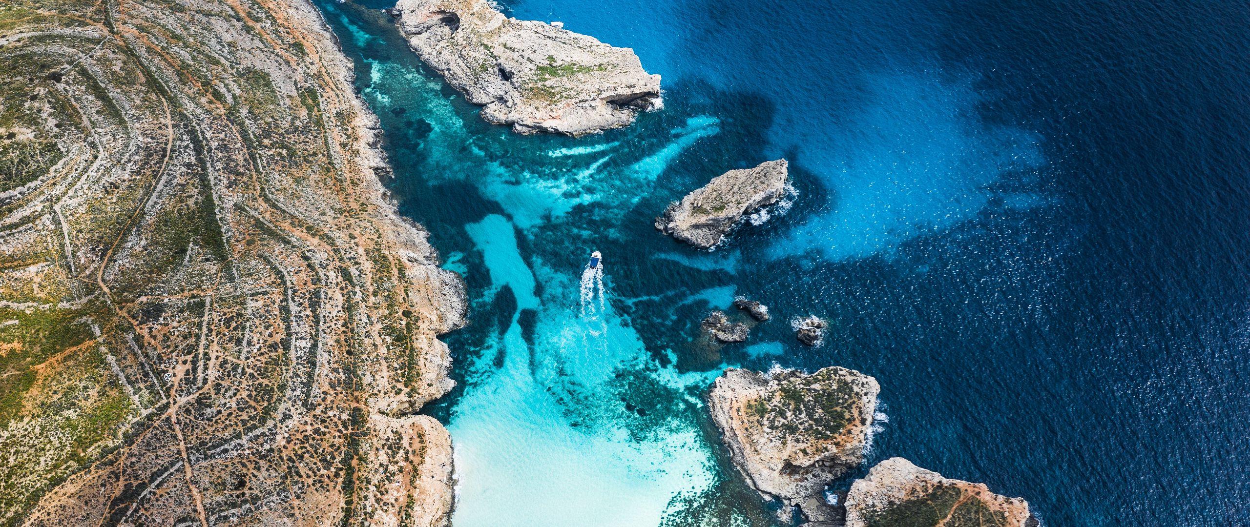 Download wallpaper 2560x1080 bay coast stony ocean island 2560x1080