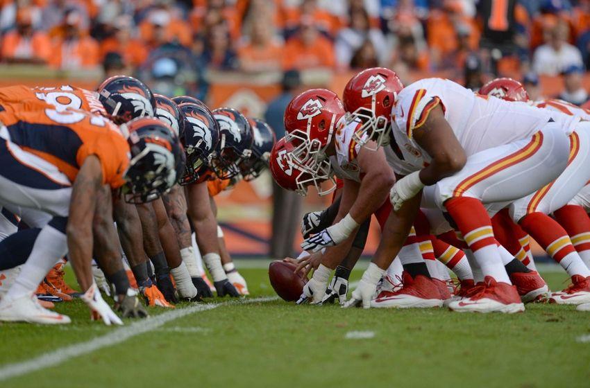 of the Kansas City Chiefs line up across from the Denver Broncos 850x560
