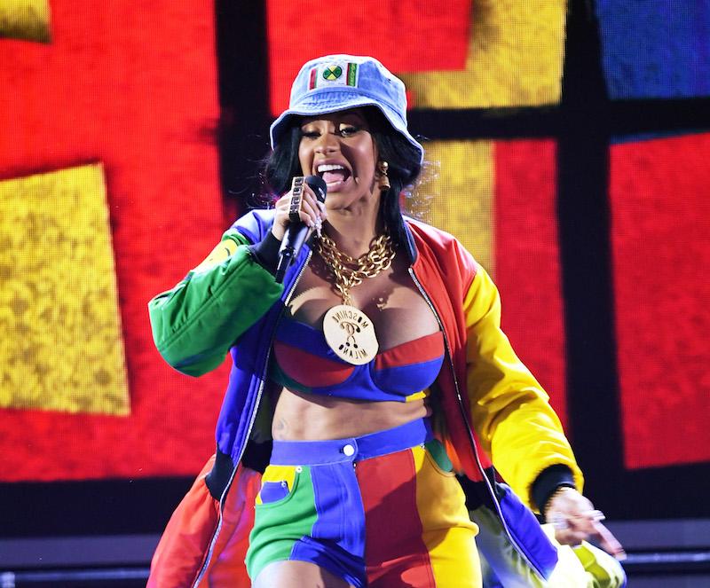 2018 Grammys Cardi B and Bruno Mars 90s inspired performance 800x663