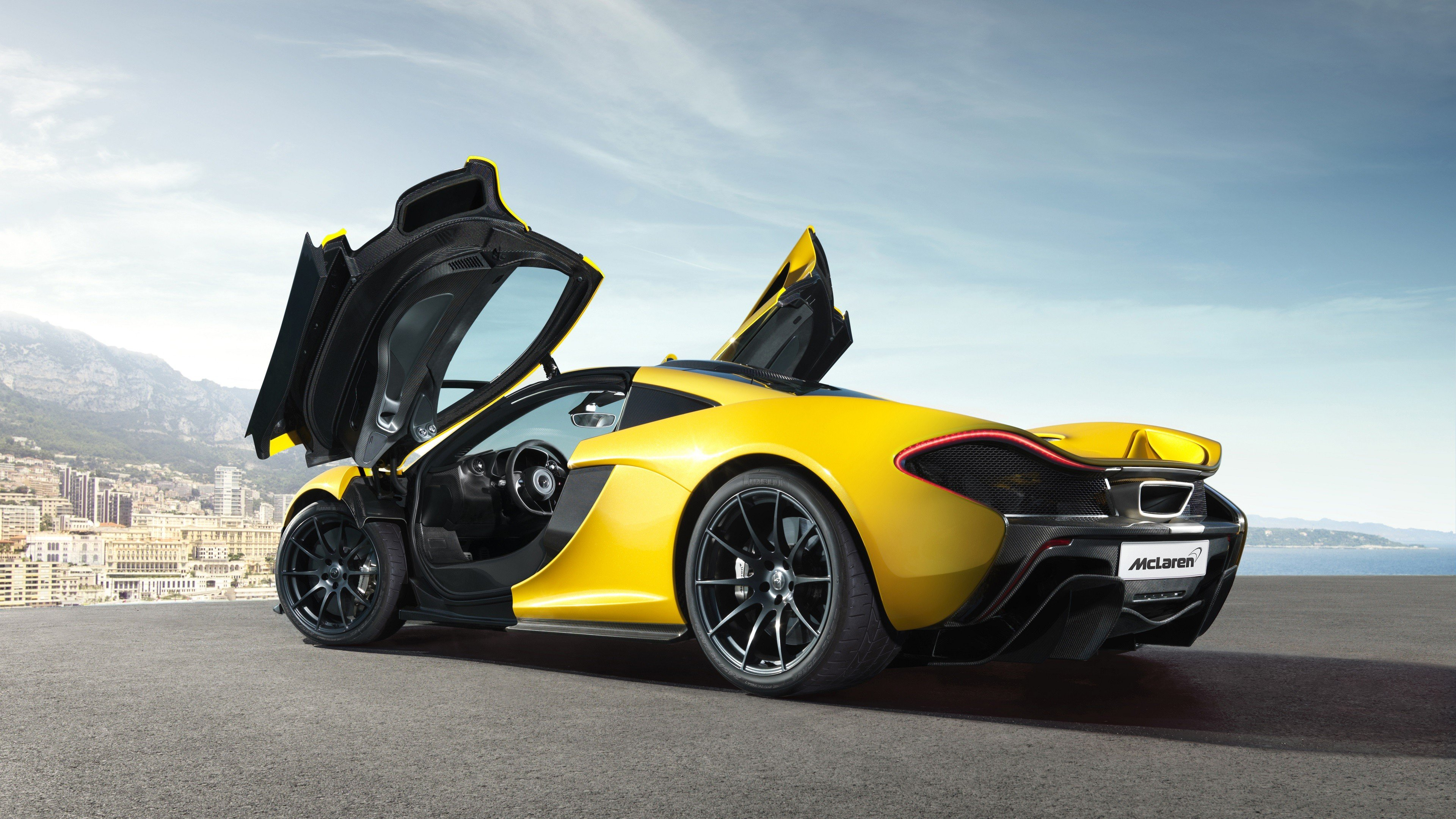 желтый спортивный автомобиль McLaren MP4 12C GT3  № 667619 бесплатно