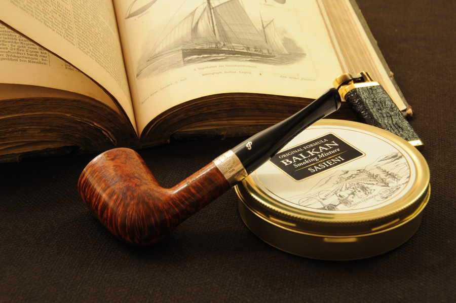 Smoking Pipe by Kurilj 900x598
