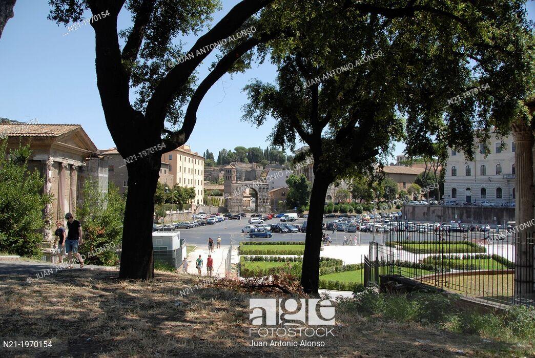 Piazza della Bocca della Verit with the Arco di Giano in the 1044x699