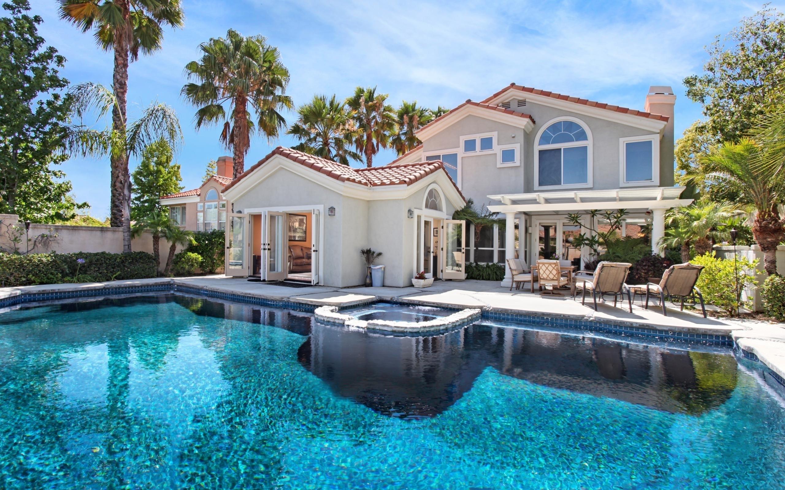 Beautiful House Villa Swimming Pool Lounge Chairs HD Wallpaper 2560x1600