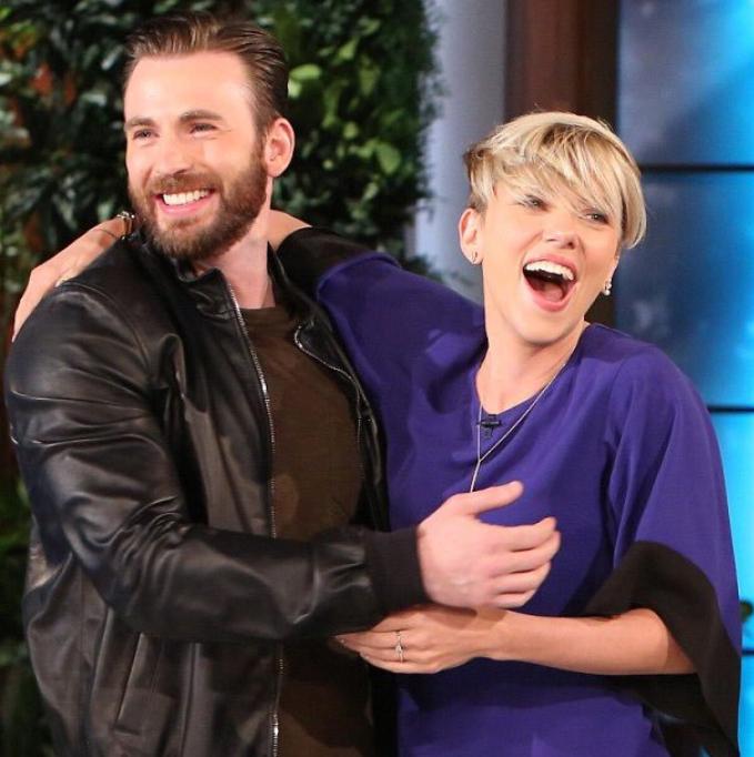 Chris Evans y Scarlett Johansson son Pareja Tras Muchos 679x682