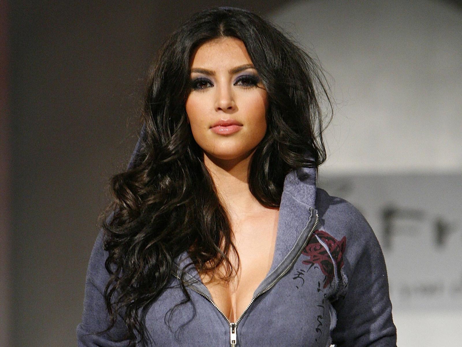 Kim Kardashian HD Wallpaper Kim Kardashian Wallpapers HD Download 1600x1200