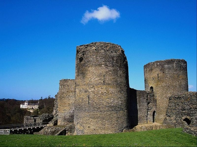 Ruined Castles Screensaver downloads review and screenshot 800x600