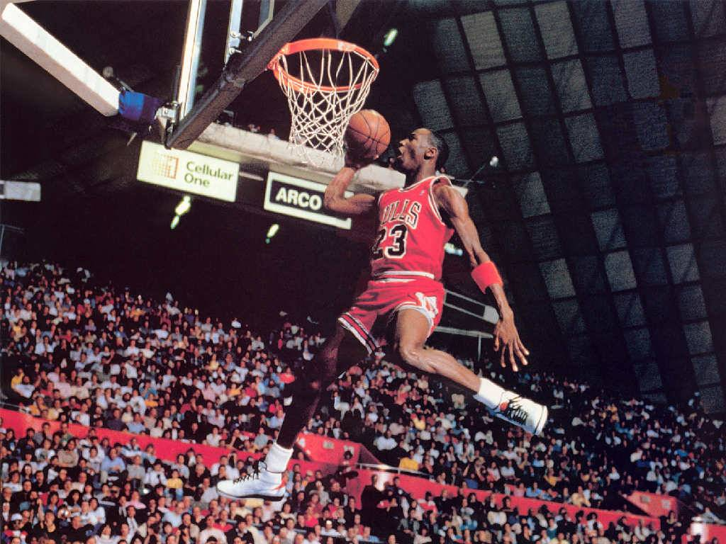Michael Jordan dunks   Chicago Bulls Wallpaper 1024x768
