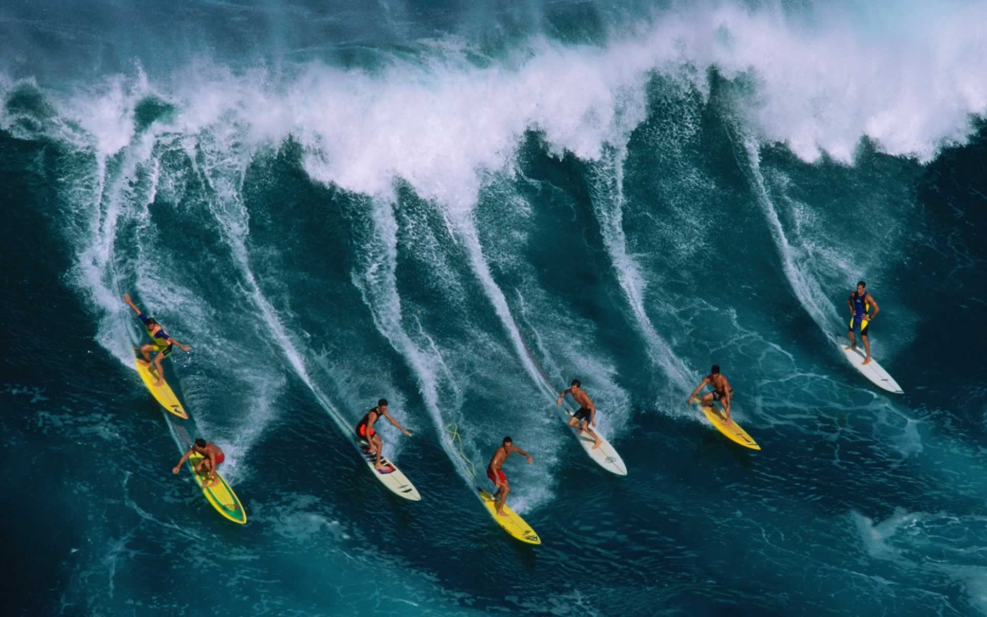Surfing Wallpaper Main Beach 1920x1200