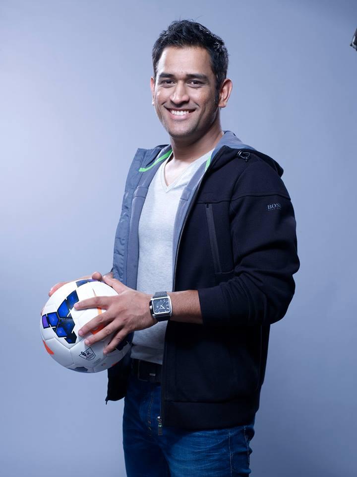 mahendra singh dhoni photos playing football 8306jpeg 720x960