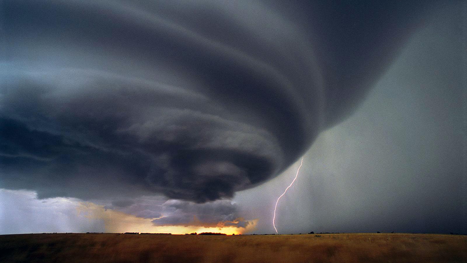 amazing thunderstorm wallpaper raging hurricane Desktop Background