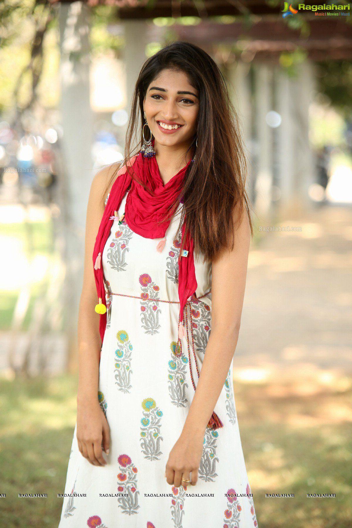 Priya Vadlamani Husharu Press Meet Image 13 High waisted flare 1200x1800