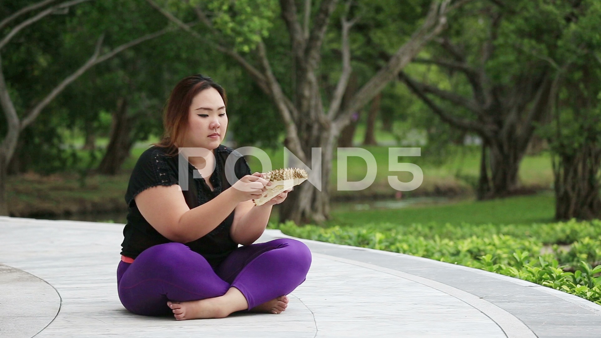 Beautiful fat woman picks up smelling durian and put it down 1920x1080